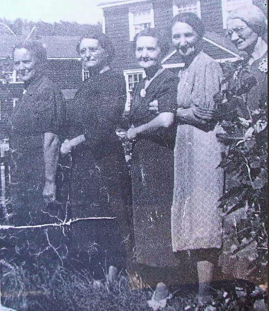 Minnie, Teenie, Lina, Kate & May Mullin