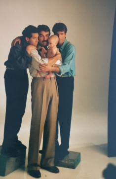 How tall is Tom Selleck that the other two are standing on heighteners?