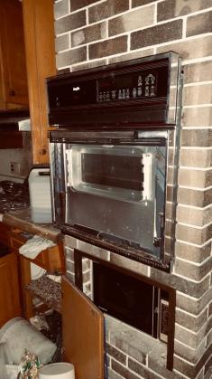 70's/80's style kitchen
